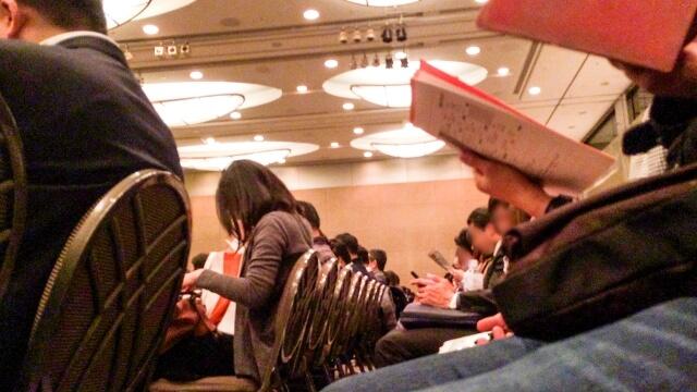 セミナー事務局代行サービスの利用で、セミナー講師は登壇して話すことだけに集中できます