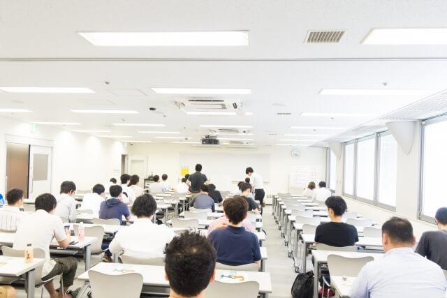 セミナー講師が事務局運営を生徒に依頼すると、3つのデメリットがある